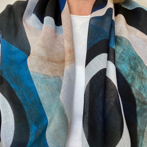 Wearing Key Elements Composition No.1 Scarf Malmul in Soft Muslin
